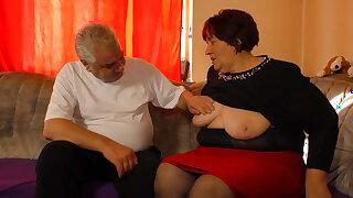 Auch Oma Hilde laesst sich gerne lecken und fingern