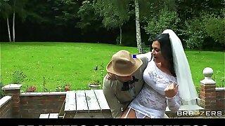 Busty brunette bride Jasmine Jae fucks the fellow-citizen of the groom