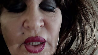 Old whore is dildoing herself